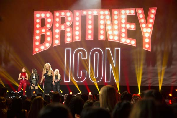 Britney Receives First-Ever Radio Disney Icon Award Choice Awards