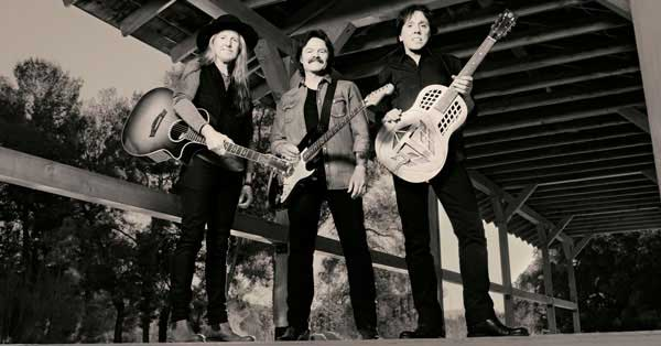 The Doobie Brothers perform Long Train Runnin' w/ Nick Lachey on VH1's Big Morning Buzz Live