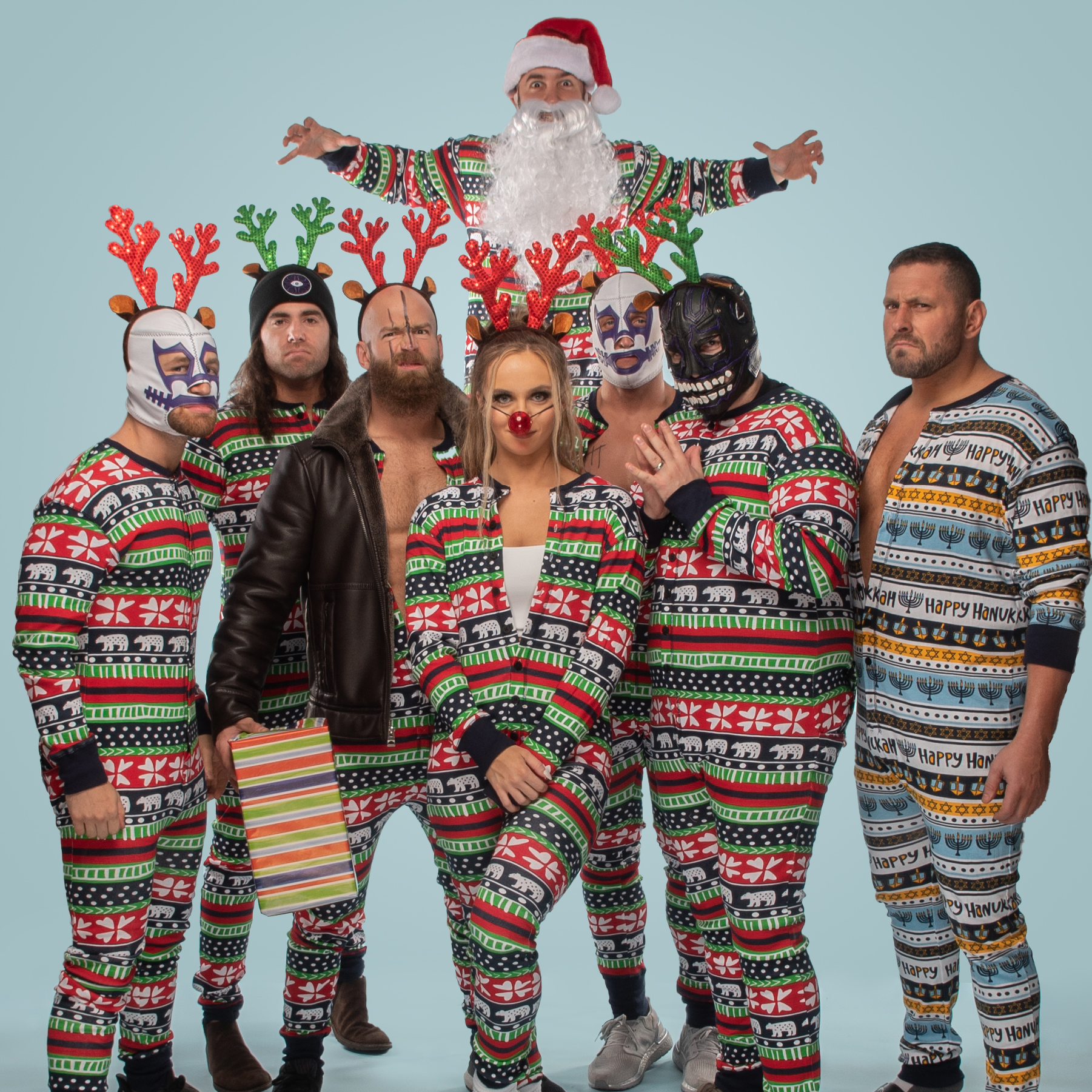 News article image It's an AEW Holiday Photo Gallery!