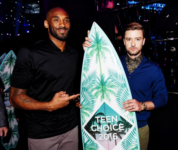JT Wins Decade Award Teen Choice 2016!
