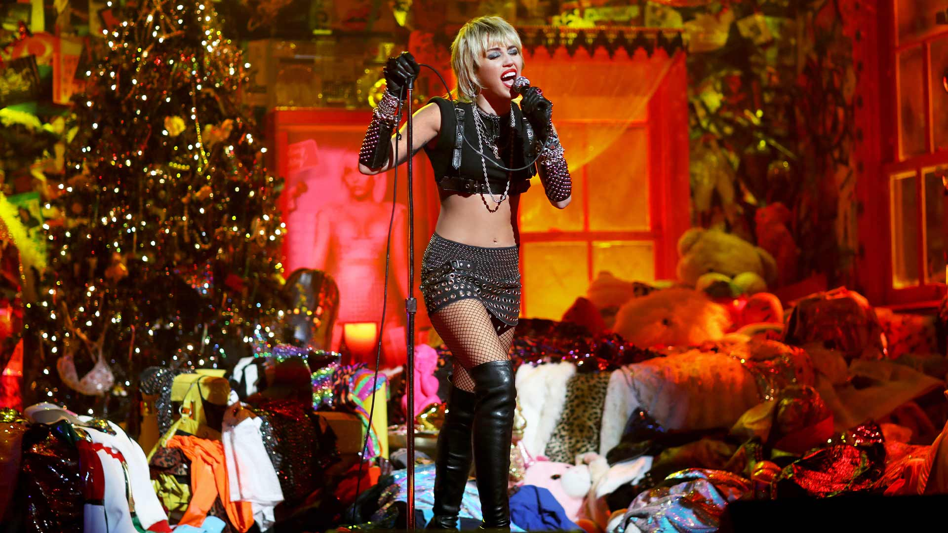 "News article image Miley Cyrus performs for Amazon Music's concert series ""Holiday Plays"""