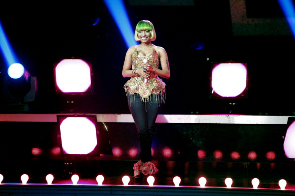 Nicki Minaj performs 'Moment 4 Life'