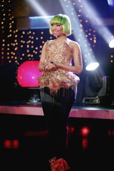 Nicki Minaj performs 'Moment 4 Life'