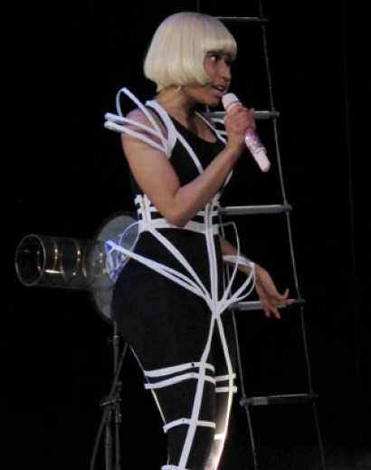 6/20 - Nicki Minaj Performs