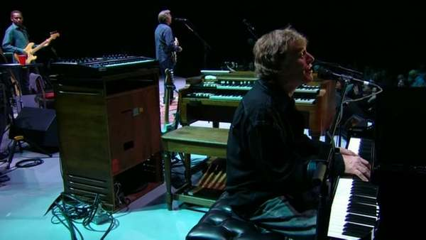 "Steve Winwood and Eric Clapton - ""Sleeping In The Ground"" - Live at Madison Square Garden, 2008"