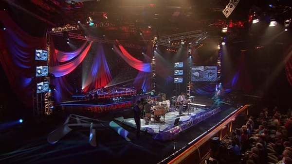 "Steve Winwood - ""Can't Find My Way Home"" - Live at PBS Soundstage, 2005"