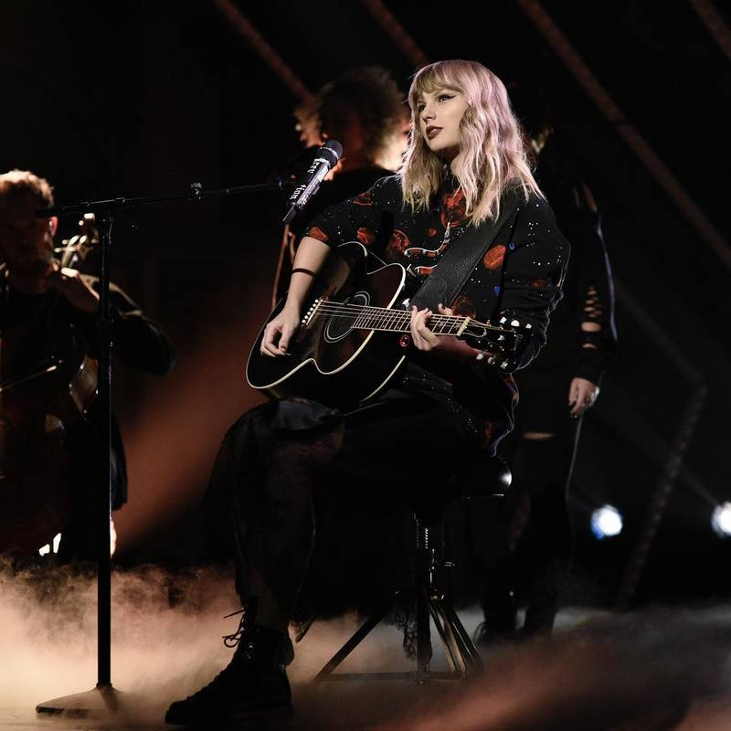WATCH: TAYLOR PERFORMS ON SATURDAY NIGHT LIVE