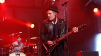 "Fall Out Boy performs new single, ""Dear Future Self (Hands Up),"" with Wyclef Jean, on 'Jimmy Kimmel Live!'"